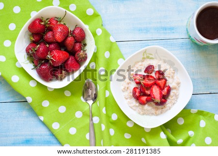 Milk oatmeal porridge with strawberries. Healthy Breakfast