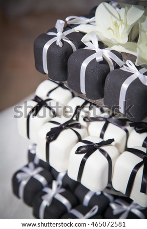 Mini Black and White Wedding Cakes and Ribbons