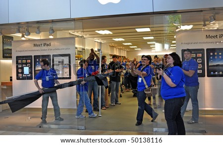 MINNETONKA MN. - APRIL 3:  Apple employees greet customers on Ipad launch day, April 3, 2010, at the Apple Store in Minnetonka, Mn. - stock photo