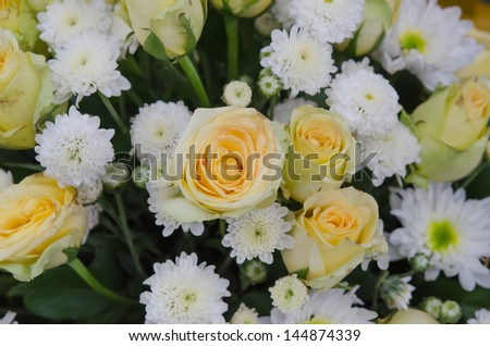 mixed of  fresh white and yellow  flower  bouquet