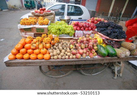 Mobile cart selling fruit on the street in Delhi, India.