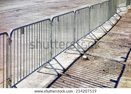 mobile steel fence at a barrier