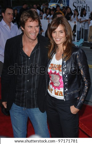 Model/actress CINDY CRAWFORD & husband RANDE GERBER at the world premiere of Mr & Mrs Smith. June 7, 2005 Los Angeles, CA.  2005 Paul Smith / Featureflash