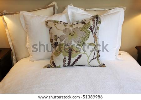 Interior White Bedroom New Linens On Stock Photo 308146523 - Shutterstock