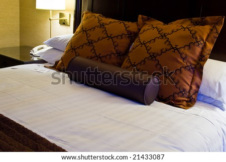 Modern king size bed in a luxurious hotel room - stock photo