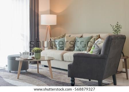 Modern Living Room Green Pillows On Foto Stock 568879327   Shutterstock