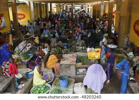 MOPTI - AUGUST 16: Women in the market, each day hundreds of women flock to the fruit and vegetable market to buy or sell food, August 16, 2009 in Mopti, Mali - stock photo
