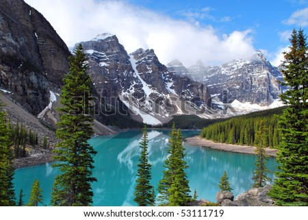 Moraine Lake in Banff National Park, Alberta, Canada