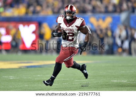 MORGANTOWN, WV - SEPTEMBER 20: Oklahoma Sooners running back Samaje Perine (32) breaks into the open field on a carry during the Big 12 football game September 20, 2014 in Morgantown, WV.
