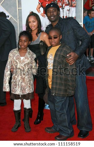 """Morris Chestnut and family  at the world premiere of """"The Game Plan"""". El Capitan Theater, Hollywood, CA. 09-23-07 - stock photo"""