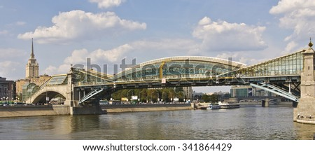 MOSCOW - AUGUST 14, 2010: Bridge of Bogdan Khmelnitsky (Kievsky bridge) on Moscow-river, has been built in 2001. - stock photo