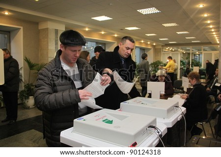 MOSCOW - DEC 4 - Parliamentary elections in Russia: unidentified people vote on december 4, 2011 in Moscow - stock photo