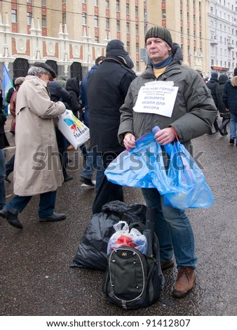 MOSCOW - DECEMBER 24: Participants of the protest manifestation against falsification of the parliamentary election, Saharov square in Moscow.  Dec, 24, 2011 in Moscow