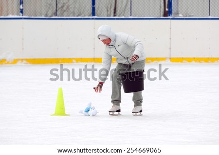 MOSCOW - JANUARY 25: Unidentified woman collecting toys into the bucket run on family sport event on January 25, 2015 in Moscow, Russia