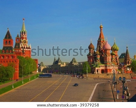 Moscow, Kremlin fortress and St. Basil's (Pokrovskiy) cathedral