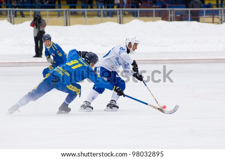 MOSCOW - MARCH 17: Unidentified bandy players on first semifinal game Dynamo (white) vs Zorkij (blue) of Bandy Championship of Russia on March 17, 2012 in Krasnogorsk, Russia. Dynamo won 6:3.