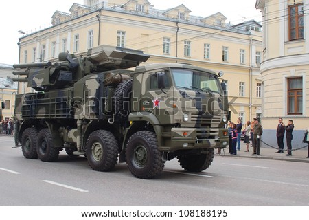 """MOSCOW-MAY 9: Anti-missile gun system """"Panzir-C"""" at the  Victory Day Parade on May 9, 2012 in Moscow - stock photo"""