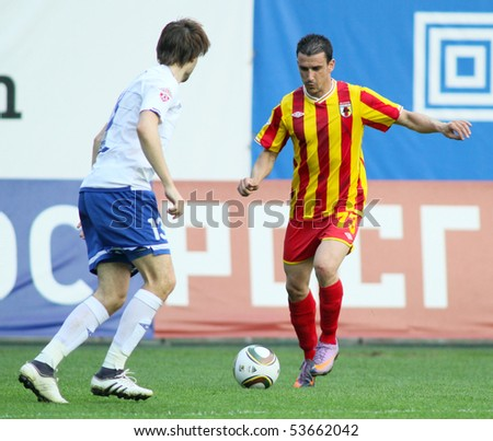 MOSCOW - MAY 15: Dinamo's defender Vladimir Granat (R) and Alania's midfielder Ivan Stojanov (R) in a game Dinamo Moscow vs. Alania Vladikavkaz - 2:0, May 15, 2010 in Moscow, Russia.