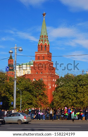 MOSCOW - OCTOBER 06: Many people stand on the Big Stone bridge on October 06, 2013 in Moscow. They greet the Olympic flame arrival to Moscow, as a preparation to Sochi-2014 Olympic games.