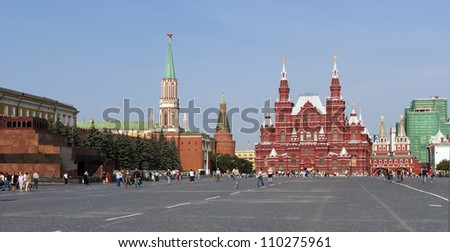 MOSCOW, RUSSIA - AUG 20: Unidentified people visit the Lenin's mausoleum on August 20, 2007 in Moscow, Russia. The share of travel and tourism segment in Russian GDP is 6.3% (data by Rus. Tourism Ag.)