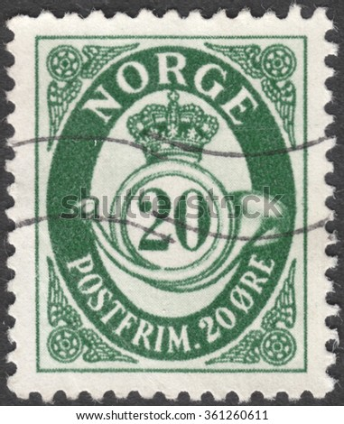 "MOSCOW, RUSSIA - JANUARY, 2016: a post stamp printed in NORWAY shows image of crown and post horn, the series ""Posthorn "", circa 1921 - stock photo"