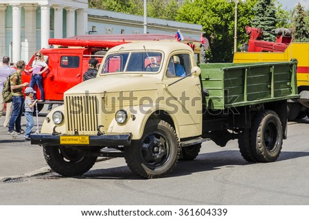 MOSCOW,RUSSIA - JUNE 12, 2013: exhibition of vintage russian cars and buses