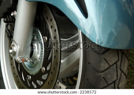 Motorcycle front wheel and disc brake