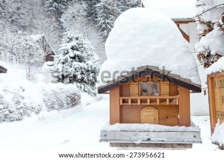 mountain mailing box in the winter
