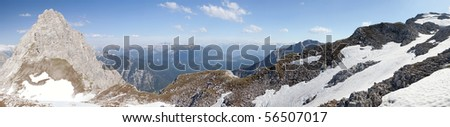 Mountain panorama close to the Meilerhut in the Wetterstein on the Austrian German border