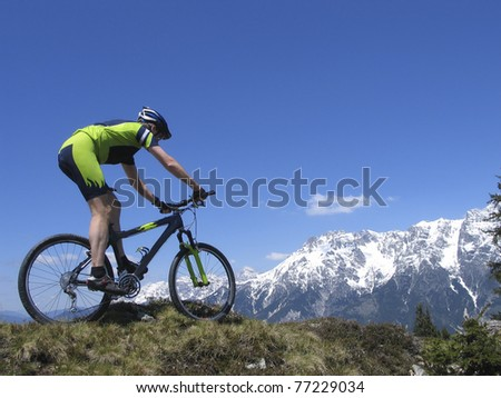 Mountainbiker riding the Alps