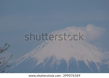 Mt. Fuji of which I took a picture by zooming