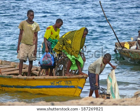 MTWARA, Tanzania - December 3, 2008: Unknown men fishermen sailed from fishing on the shore. Coast of ocean ocean in Mtwara, Tanzania, December 3, 2008