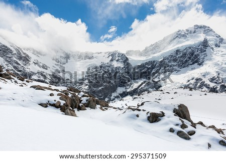 Mueller Hut Route, Aoraki/Mount Cook National Park provides a 360-degree panorama encompassing glaciers, ice cliffs, vertical rock faces and New Zealand's highest peaks. - stock photo