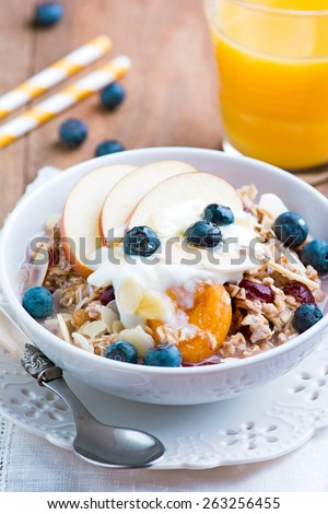Muesli with fruit and berries