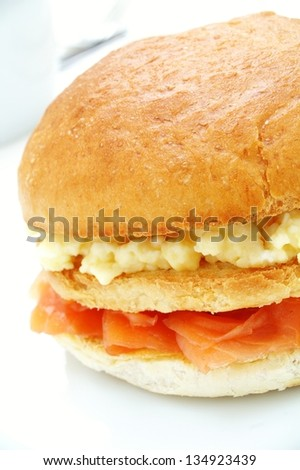 muffin with smoked salmon and scrambled egg