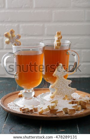 Mulled wine in glass and gingerbread cookies, food
