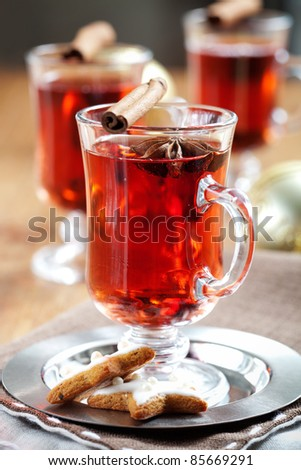 Mulled wine with cinnamon sticks and gingerbread cookies - stock photo