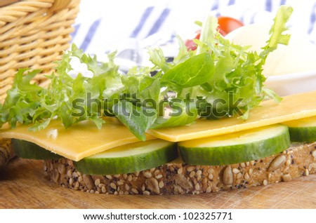 multigrain bread with cheddar cheese and salad
