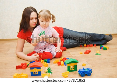 Mum with the daughter play to a room