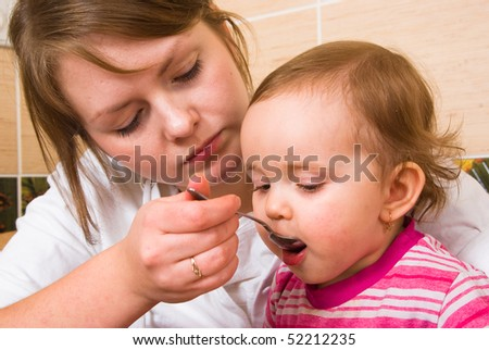 Mums feeds the child