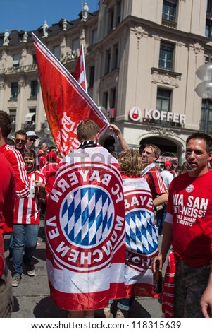 MUNICH, GERMANY - MAY 19: FC Bayern Muenchen supporters celebrating in Munic city before UEFA Champions League Final between FC Bayern Muenchen and Chelsea FC on May 19, 2012 in Munich, Germany