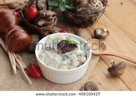 Mushroom cream soup is delicious