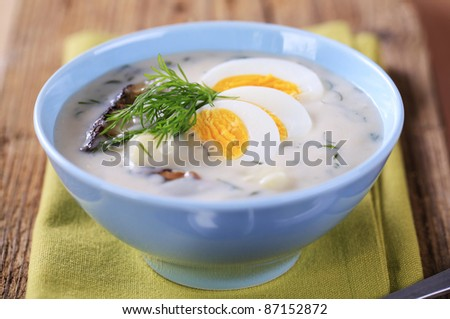Mushrooms cream soup with dill