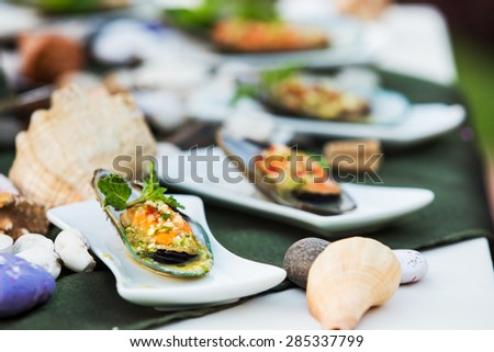 Mussel cheese and garlic bread
