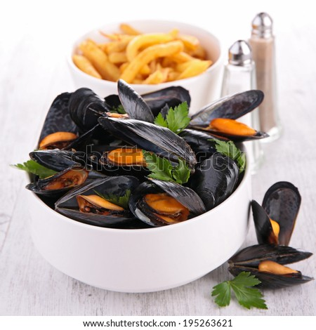 mussel with parsley and french fries