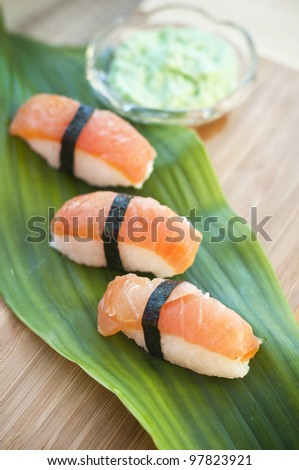 Nagiri-zushi with salmon