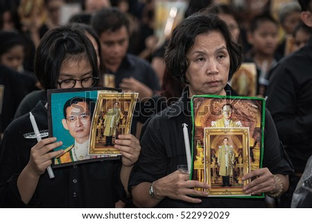 Nakhonratchasima,THAILAND - OCT 27,2016:Thai mourners hold candles and pray for the late King Bhumibol Adulyadej in a park on October 27,2016 in Nakhonratchasimai,Thailand