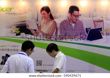 NANKIN CHINA-Sep 6, 2013: Nanjing, consumers in the Acer group computer exhibition hall to visit. Acer is the world's fourth largest PC brand, is the world's top second notebook computer brands.