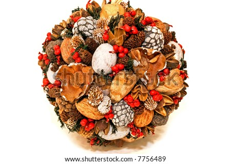 Natural and organic Christmas decoration ball shape