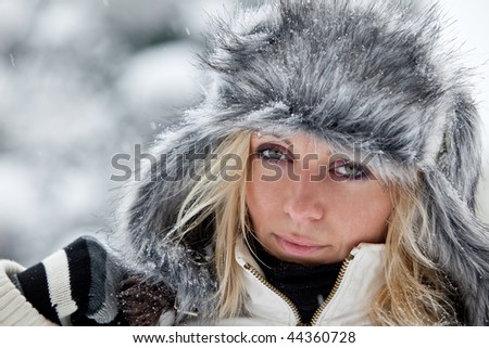 Natural portrait of a winter woman.